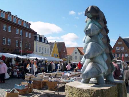 Großer Flohmarkt am verkaufsoffenen Sonntag in Bredstedt