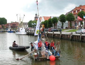 Mit der MS Watt'n Müll auf großer Fahrt im Tönninger Hafen
