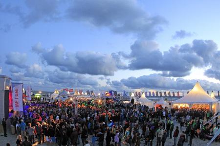 St. Peter-Ording – Live-Acts und Beach-Partys sorgen beim Beetle Kitesurf World Cup für Festival-Feeling