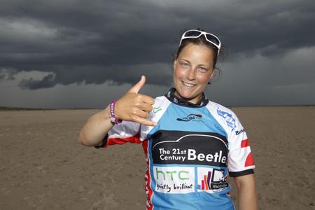 Christine Bönniger gewinnt beim Beetle Kitesurf World Cup die ersten drei Läufe