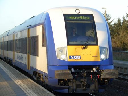Bredstedt – Kollision zwischen Zug und Mähfahrzeug verlief glimpflich