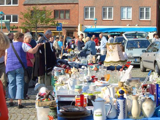 Open Air Flohmarkt Ausklang in Bredstedt:Großer Flohmarkt zum verkaufsoffenen Sonntag