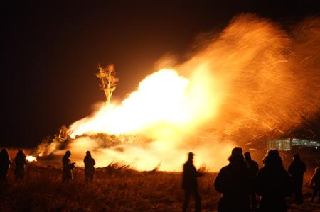 Schon mal eine Ansage: Eine Insel – 14 Feuer: Biikebrennen auf Föhr