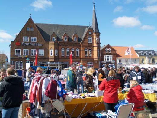Großer Flohmarkt zum Verkaufsoffenen Sonntag am 24. März 2013 in Bredstedt
