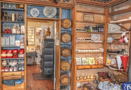 """""""Einkaufen in Tetenbüll"""" – Kolonialwarenflair im Haus Peters"""