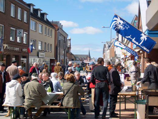 Flohmarkt zum verkaufsoffenen Sonntag in Bredstedt