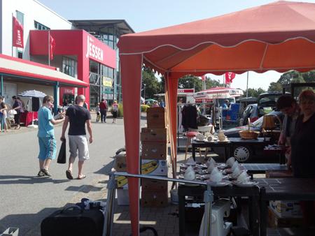 Flohmarkt direkt an der B5 in Breklum