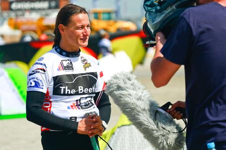 TV-Teams nutzten Flaute beim Beetle Kitesurf World Cup zu ausgiebigen Drehs