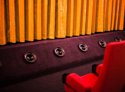 Vorschau im Husumer Speicher: Lieder und Szenen zur neuen Spielzeit des Landestheaters