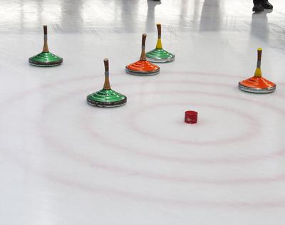 Eisstockschießen und Eislaufen – jetzt lernen in der Husumer Eiszeit