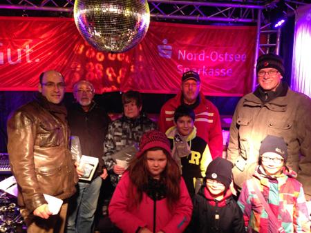 Großer Andrang zur letzten Adventsverlosung auf dem Bredstedter Weihnachtsmarkt