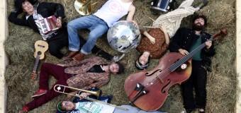 Eine wilde Explosion von Ska, Klezmer und Jazz im Speicher: SkaZka Orchestra