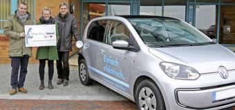 Vorbildhaft! Klimaschutzmanager der Insel Sylt fährt mit E-Mobil über die Insel