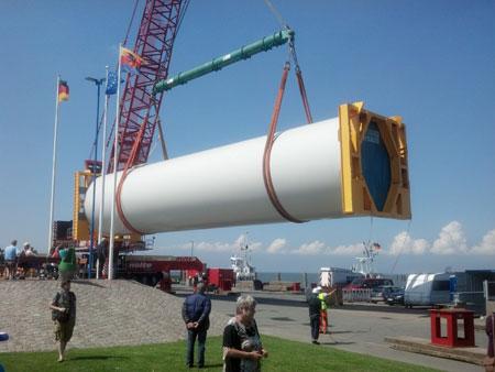 Verladung der Senvion 6,2 M Windkraftanlagen Bauteile in Dagebüll
