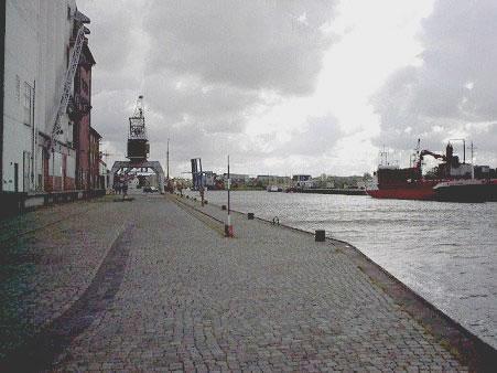 """""""Adler Express"""" jetzt in der Husumer Werft – Kein Fahrgast mehr in Lebensgefahr"""