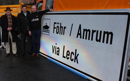 Wegweiser: A7 weist den Weg zu den Inseln Föhr und Amrum