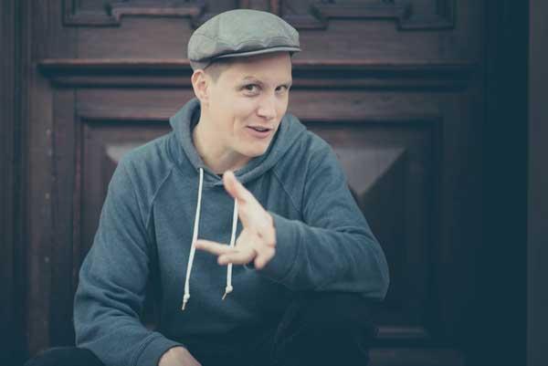 Speicher Husum lädt ein: Poetry Slam mit Sebastian 23 und zur Soli-Party
