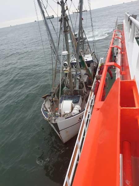 Seenotretter und Marine bewahren Büsumer Fischkutter vor dem Sinken - Nordfriesland-Online Blog