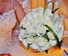 Wer bezahlt für die Brautjungfernkleider?