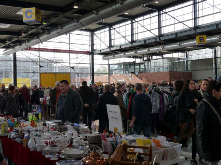 Großer Flohmarkt in der Husumer Messehalle