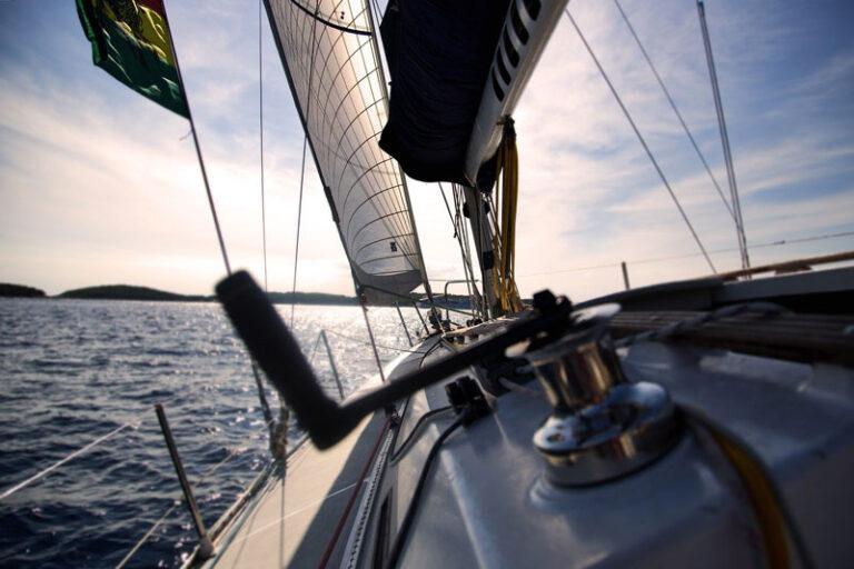Online eine Yacht chartern – wie geht das eigentlich genau?