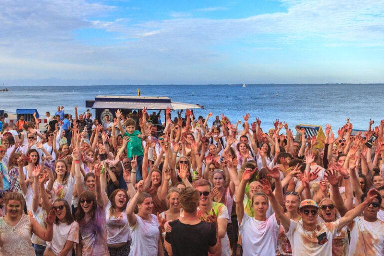 Bunter Sommer in Wyk: »Hoi Beach Föhr« dieses Jahr am Hafen